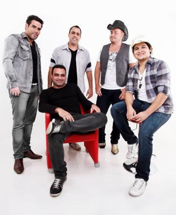 6d78652515833 Depois de um São João concorrido, com agenda cheia, registrando mais de  trinta apresentações, a banda de sertanejo pop Seu Maxixe, tem temporada  especial de ...