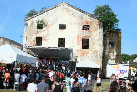 e82d0bc5baccc Umas das principais atrações do verão, o Mercado Iaô está de volta. A  partir desta edição, o projeto se instala em definitivo como espaço  multicultural na ...
