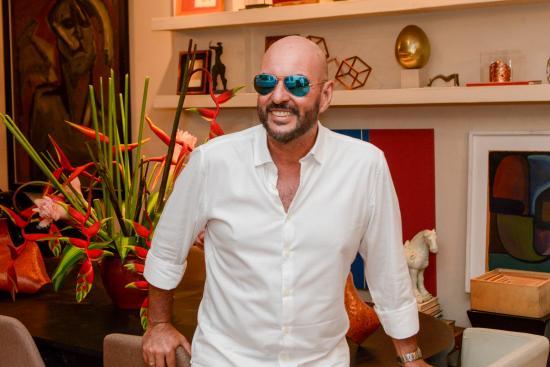 8a7654d147d9e O querido Nino Nogueira recebe convidados para festa de largo do Rio  Vermelho, no dia 2 de fevereiro. (Crédito  Sidney Haack)