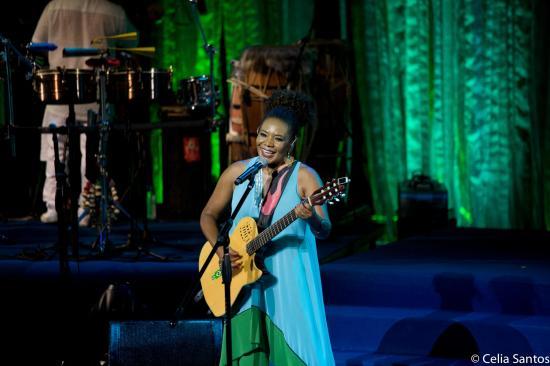 A querida cantora Maga arrasou com sua performace no TCA. (Crédito  Célia  Santos) 35683734cb