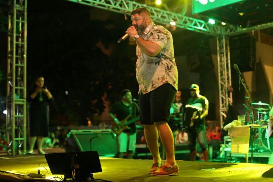 05c71a7290b O gordinho fez a festa das pessoas que estavam assistindo seu show na área  verde Othon. (Crédito  Felipe Nascimento)