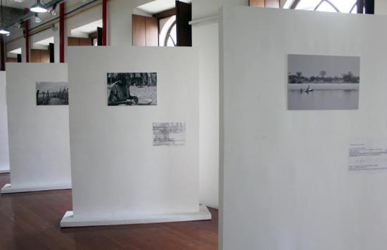 ef591a9e2efd9 Fotografias em preto e branco que retratam a história, costumes e tradições  dos povos que habitaram a região sul de Angola antes da ocupação européia.
